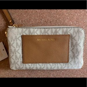 Authentic MICHAEL KORS double zip wristlet NWT!